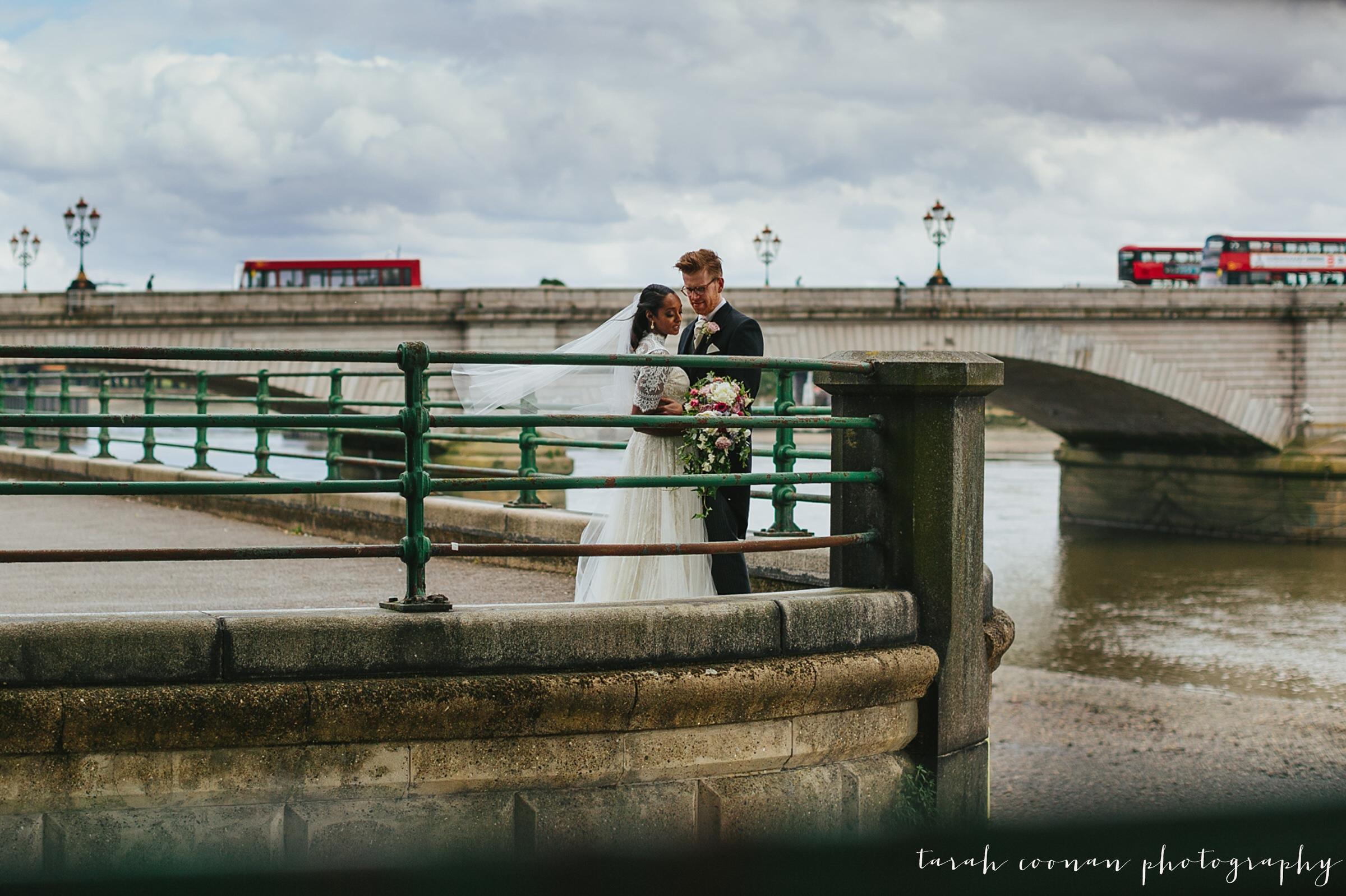 putney bridge wedding photo
